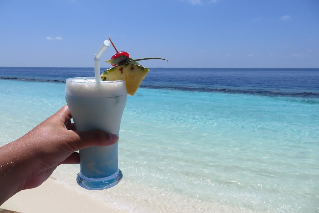 59-maldiverne-strand-drink-cocktail-line-1024x685